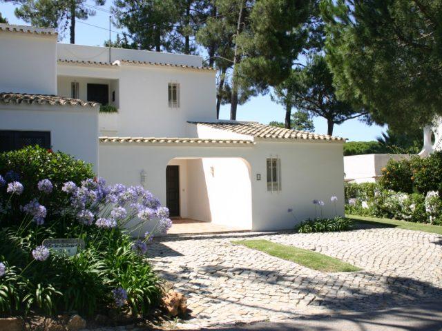 https://www.costalessgolf.com/wp-content/uploads/2015/04/Moradias-Geminadas-Villa-640x480.jpg