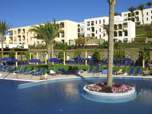 https://www.costalessgolf.com/wp-content/uploads/2015/04/playitasa-aparthotel-pool-640x480.jpg