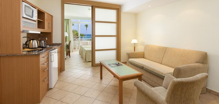 Sol lanzarote aparthotel cheap golf holidays in spain for Aparthotel puerta del sol