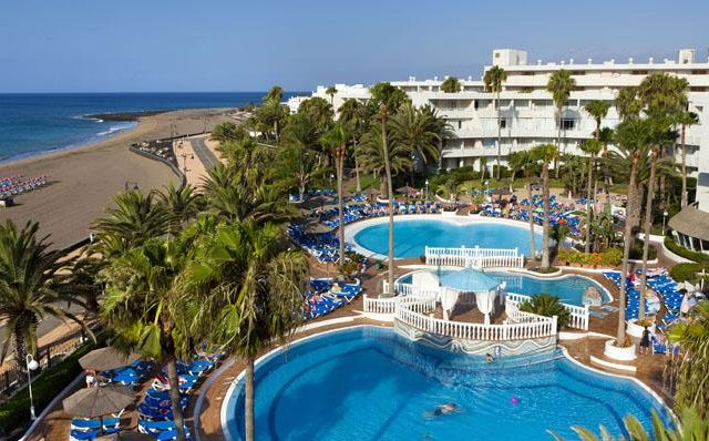 https://www.costalessgolf.com/wp-content/uploads/2015/04/sol-lanzarote-apartments-outside-640x398.jpg