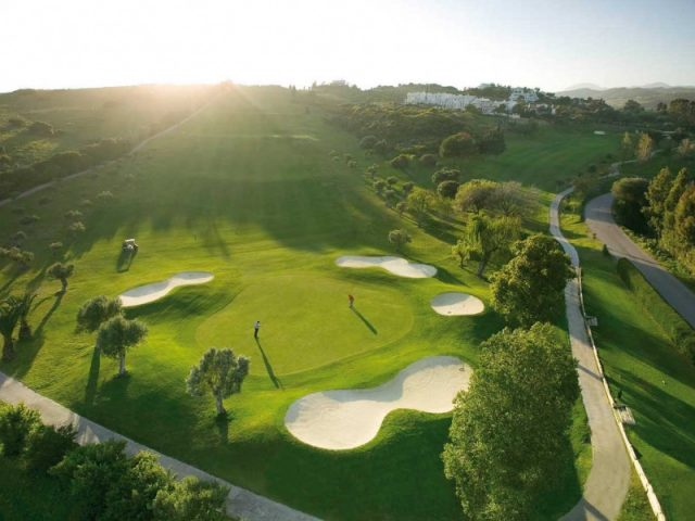https://www.costalessgolf.com/wp-content/uploads/2015/05/Estepona-Golf-640x480.jpg