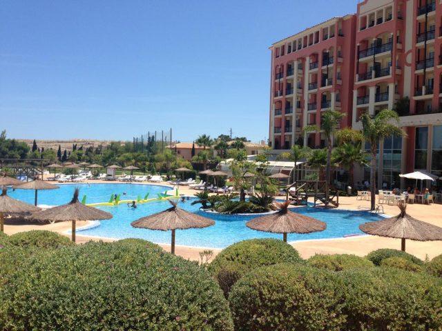 https://www.costalessgolf.com/wp-content/uploads/2015/05/Hotel-Bonalba-Pool-640x480.jpg