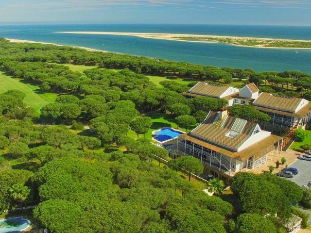 https://www.costalessgolf.com/wp-content/uploads/2015/05/Hotel-Nuevo-Portil-640x480.jpg