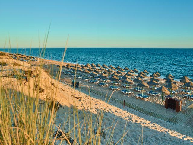 https://www.costalessgolf.com/wp-content/uploads/2015/05/Hotel-Quinta-do-Lago.004.Beach_-640x480.jpg