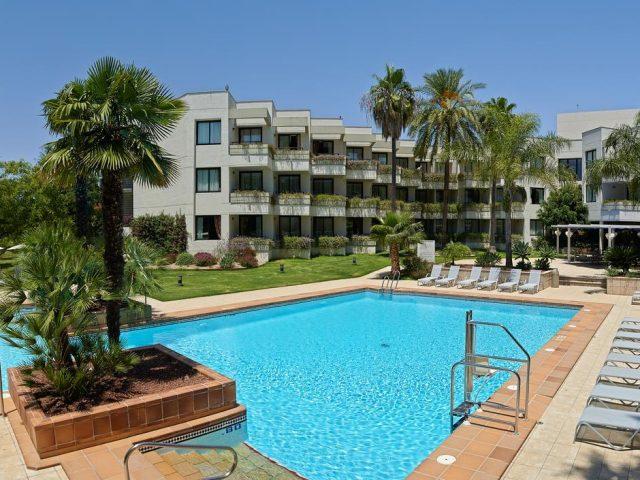 https://www.costalessgolf.com/wp-content/uploads/2015/05/Hotel-Sherry-Park-640x480.jpg