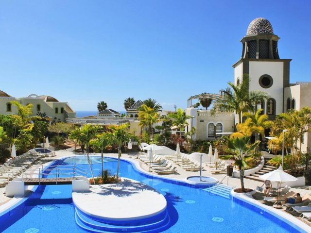 https://www.costalessgolf.com/wp-content/uploads/2015/05/Hotel-Suite-Villa-Maria-Pool-640x480.jpg