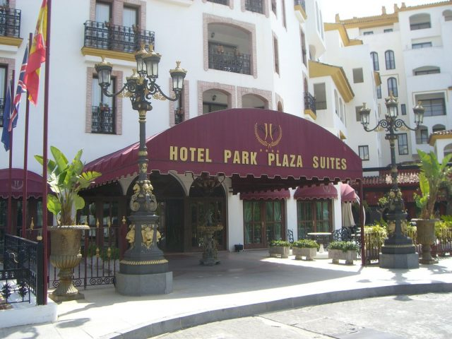 https://www.costalessgolf.com/wp-content/uploads/2015/05/park-plaza-suites-hotel-exterior-640x480.jpg