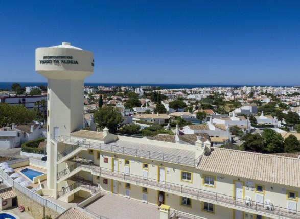 https://www.costalessgolf.com/wp-content/uploads/2015/12/cheerfulway-apartamentos-ferias-algarve-torre-da-aldeia-albufeira_587_429_90.jpg