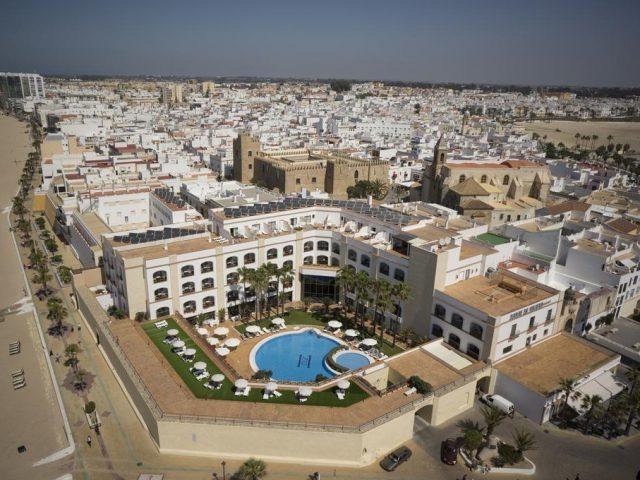https://www.costalessgolf.com/wp-content/uploads/2017/06/Hotel-Duque-de-Najera-640x480.jpg