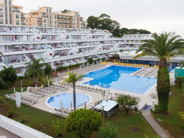 https://www.costalessgolf.com/wp-content/uploads/2018/02/clube-praia-da-oura_pool-027.jpg