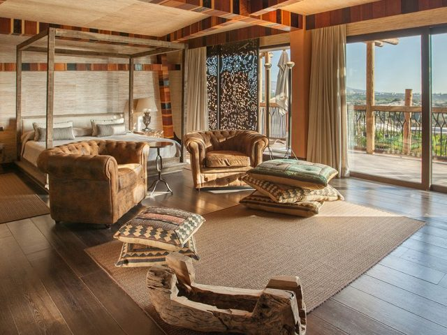 https://www.costalessgolf.com/wp-content/uploads/2019/08/Dormitorio-principal-acceso-terraza-Royal-Suite-Lopesan-Baobab-Resort-640x480.jpg