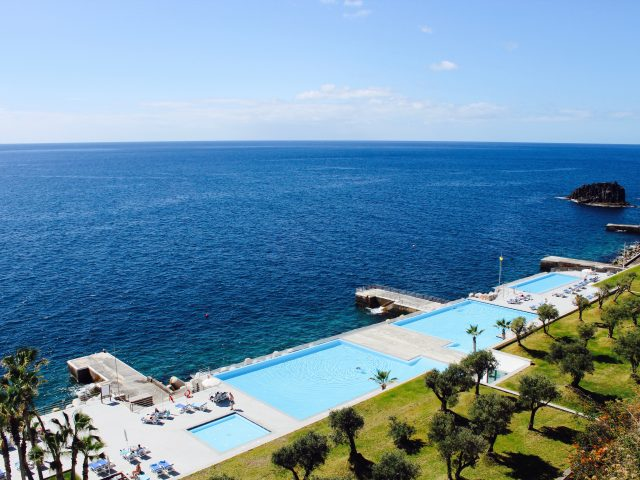 https://www.costalessgolf.com/wp-content/uploads/2019/11/PUBLIC-AREAS-Outdoor-Swimming-Pool-5-640x480.jpg