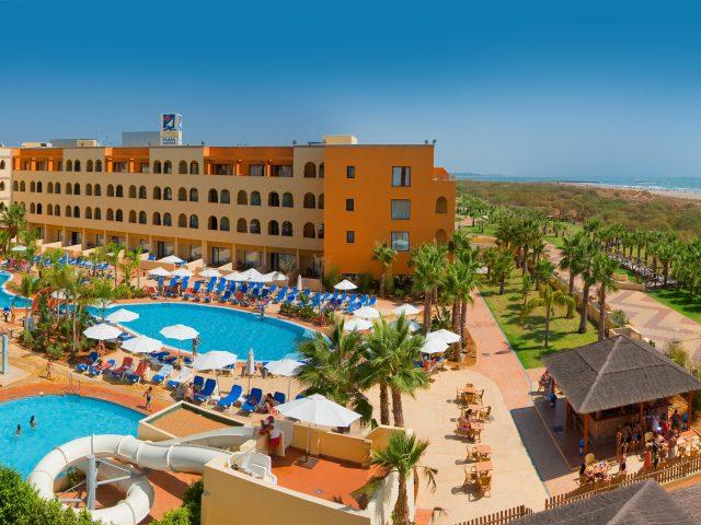 https://www.costalessgolf.com/wp-content/uploads/2019/12/020_alta_playamarinaspa-Hotel-más-mar-640x480.jpg